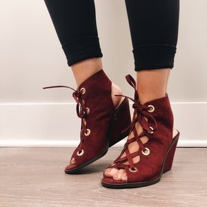 Size 6 Maroon chunky heels with gold accents
